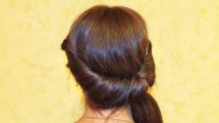 Каштановый цвет волос на длинные волосы, простая греческая прическа с повязкой