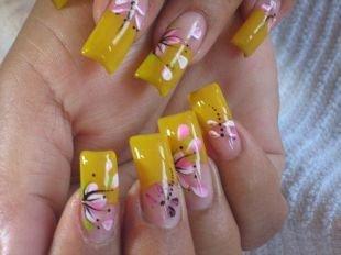 Маникюр с цветами, желтый френч с рисунком стрекозы и цветка