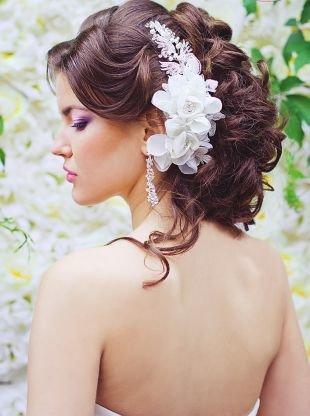 Свадебные прически локоны, нежная свадебная прическа с цветами