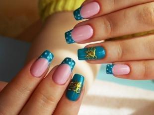Маникюр с бантиками, синий френч с белым горошком и золотыми бантиками
