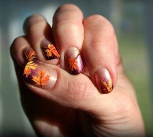 Маникюр на средние ногти, осенний маникюр с кленовыми листьями