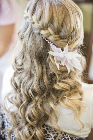 Свадебные прически на длинные волосы, прическа французский водопад с украшением