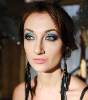 Макияж для голубых глаз под голубое платье, макияж серых глаз с использованием синих теней