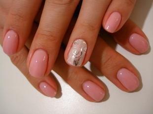 Рисунки фольгой на ногтях, консервативный маникюр на короткие ногти