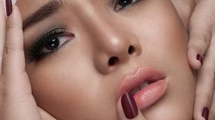 Темный макияж для шатенок, макияж с эффектом бархатной кожи