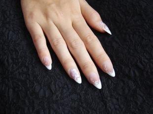 Нежные рисунки на ногтях, свадебный маникюр френч с цветочным узором
