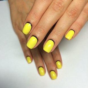 Черный дизайн ногтей, лунный маникюр черным и желтым лаками