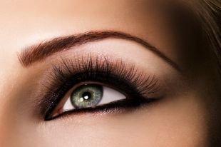 Макияж для зелено-голубых глаз, татуаж бровей