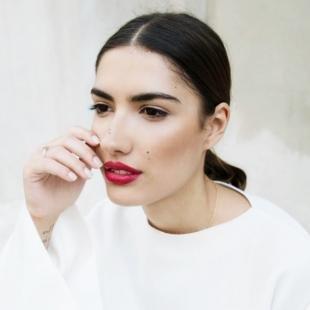 Дневной макияж для брюнеток, макияж для карих глаз с яркой помадой