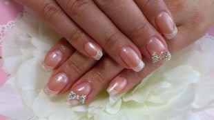 Свадебный маникюр на короткие ногти, свадебный маникюр с бантиком