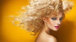 Макияж для блондинок с голубыми глазами, дымчатый макияж для голубых глаз