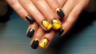 Легкие рисунки на ногтях, экстравагантный лунный маникюр черным и желтым лаками