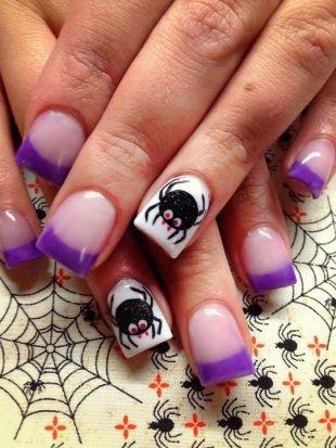 Черный дизайн ногтей, фиолетовый френч с пауком