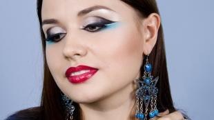 Макияж для карих глаз под синее платье, макияж бабетта с красной помадой
