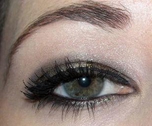 Темный макияж для серых глаз, макияж для серых глаз с серыми перламутровыми тенями