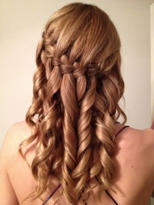 Прически с плетением на выпускной на длинные волосы, прическа водопад