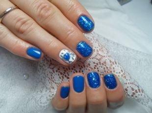 Маникюр шеллак, синий маникюр с использованием глиттерного лака