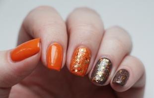 Осенние рисунки на ногтях, двухцветный маникюр с блестками: оранжевый с коричневым