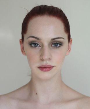 Нежный макияж, легкий макияж для серых глаз и рыжих волос